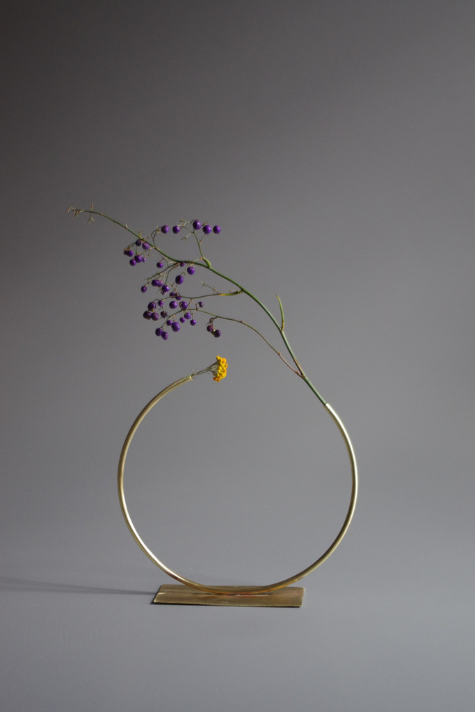 Chic and minimalistic vases by Anna Varendorff