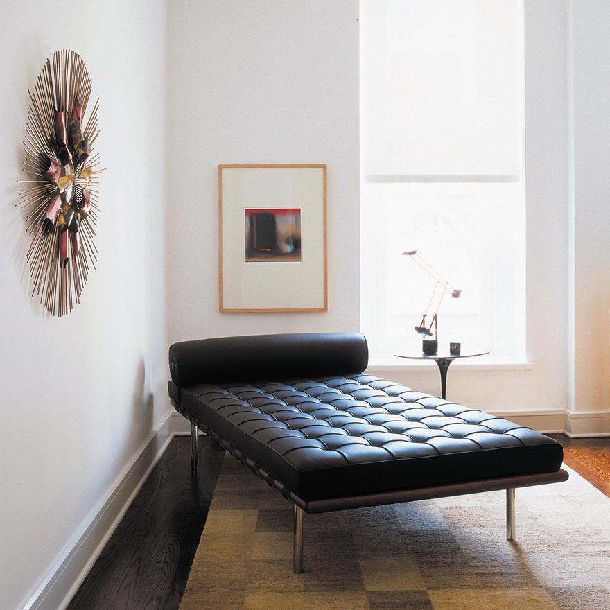 barcelona-couch-saarinen-side-table-5605_z