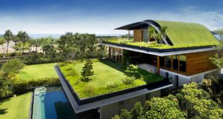 La verde Sky Garden House by Guz Architects