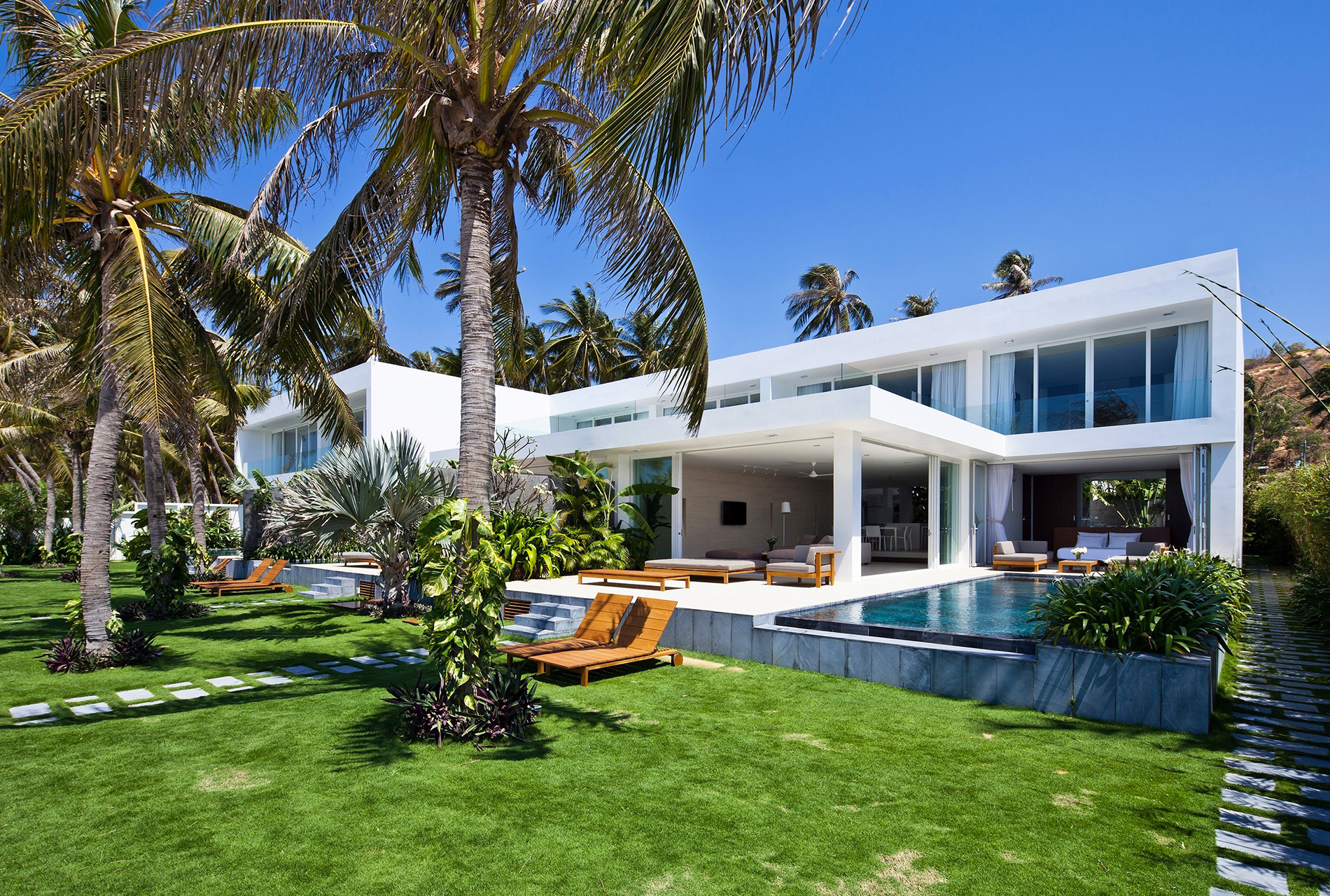 in harmony with the ocean and nature private residence by mm