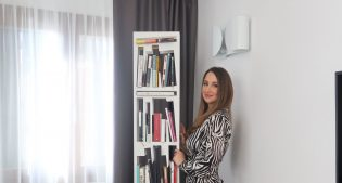 Bookshape by Lettera G: what an original bookcase!