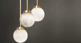 Victoria, the lamp which unites marble and light