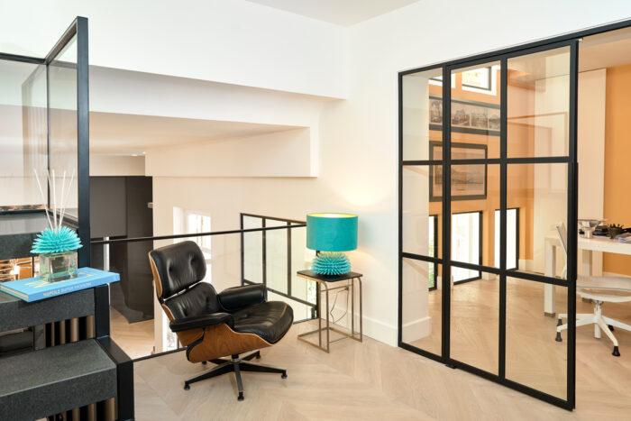 An interior design with Ricciocaprese lamp and scent diffuser